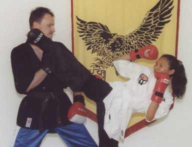 Homepage des Waffen-Formen-Weltmeisters von 2003, Steve Kainath, und seiner Frau Rangsee Kainath, WKA-Weltmeisterin Pointfighting -50 kg 1997